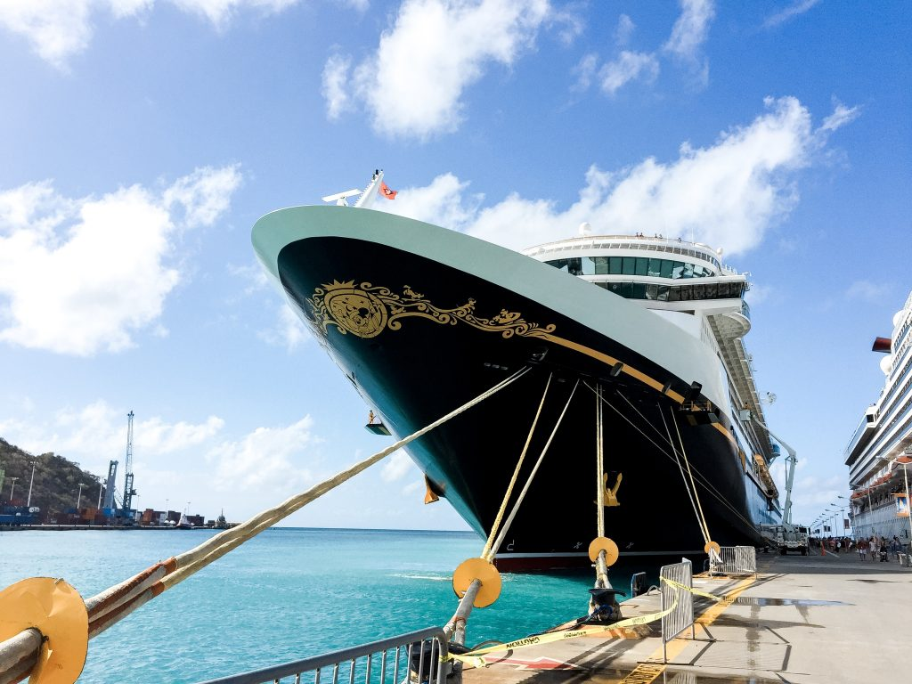 Disney Cruise Line | Orlando travel blogger, Amber Likes is sharing how to use a Disney travel agent while planning a Disney vacation! It's FREE!