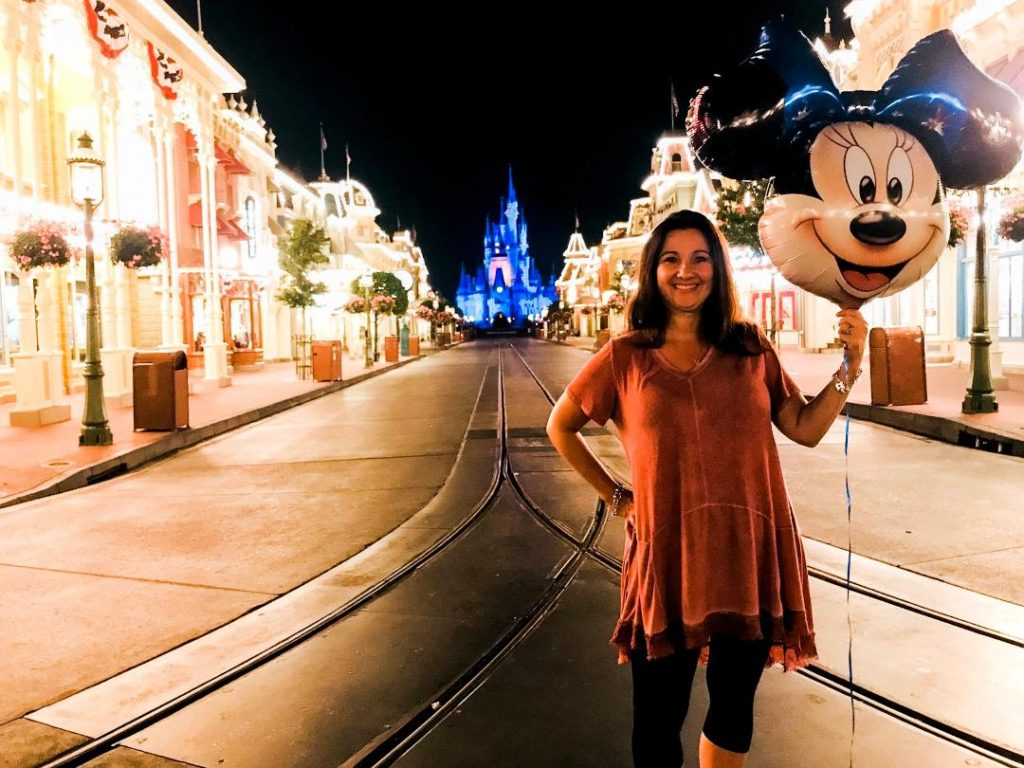 Disney travel agent | Orlando travel blogger, Amber Likes is sharing how to use a Disney travel agent while planning a Disney vacation! It's FREE!